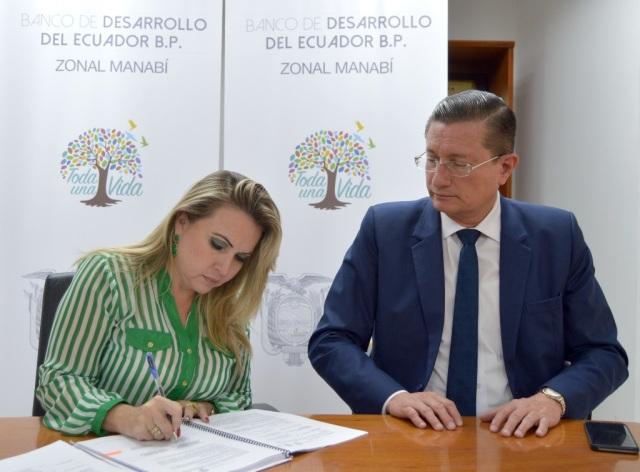 Suscripción de convenio de crédito entre el BDE y el Gobierno municipal de Portoviejo. Manabí, Ecuador.