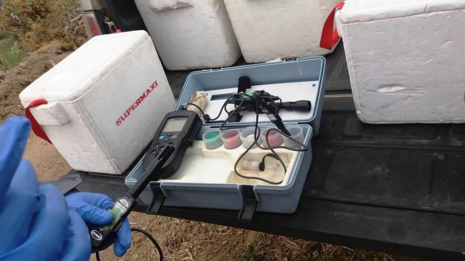 Laboratorio móvil para hacer pruebas primarias del agua potable que se consume en Chone. Manabí, Ecuador.