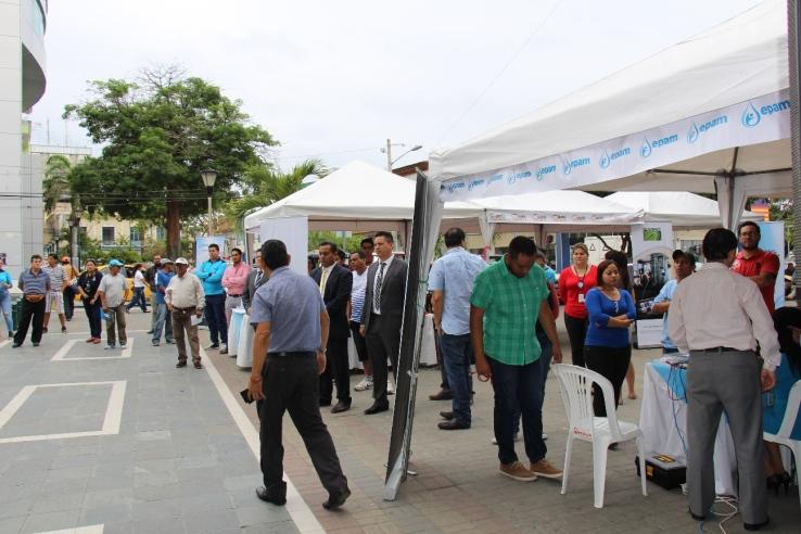 Numeroso público visitó la exposición de la EPAM por sus 69 años.