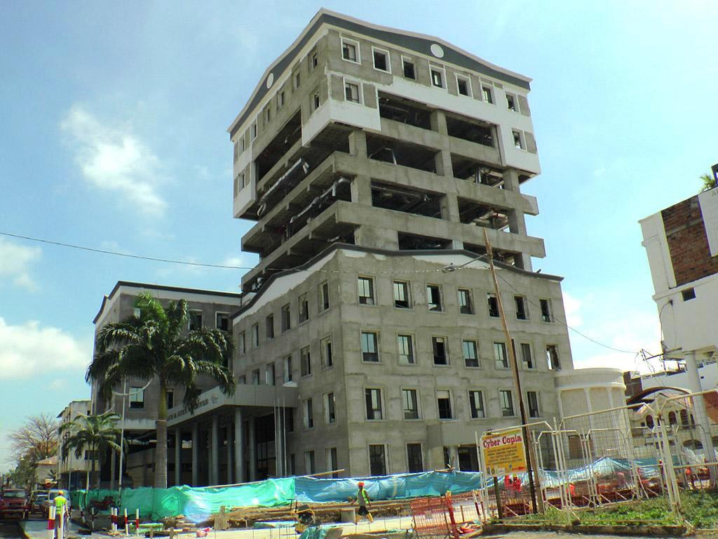 Reconstruirán el Palacio de Justicia de Portoviejo. Manabí, Ecuador.