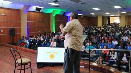 Conferencia sobre prevención de riesgos en el trabajo, en el Patronato municipal de Manta. Manabí, Ecuador.