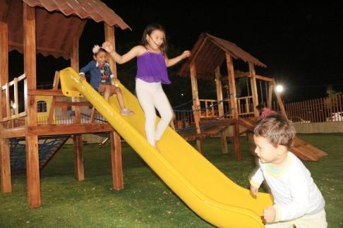 La sonrisa de los niños es otra vez la insignia del parque en el Barrio Centenario de Manta.