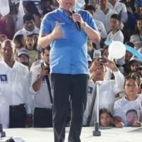José Delgado promete mitigar la contaminación ambiental de Manta