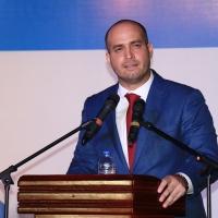 El poema prometedor del alcalde Intriago Quijano