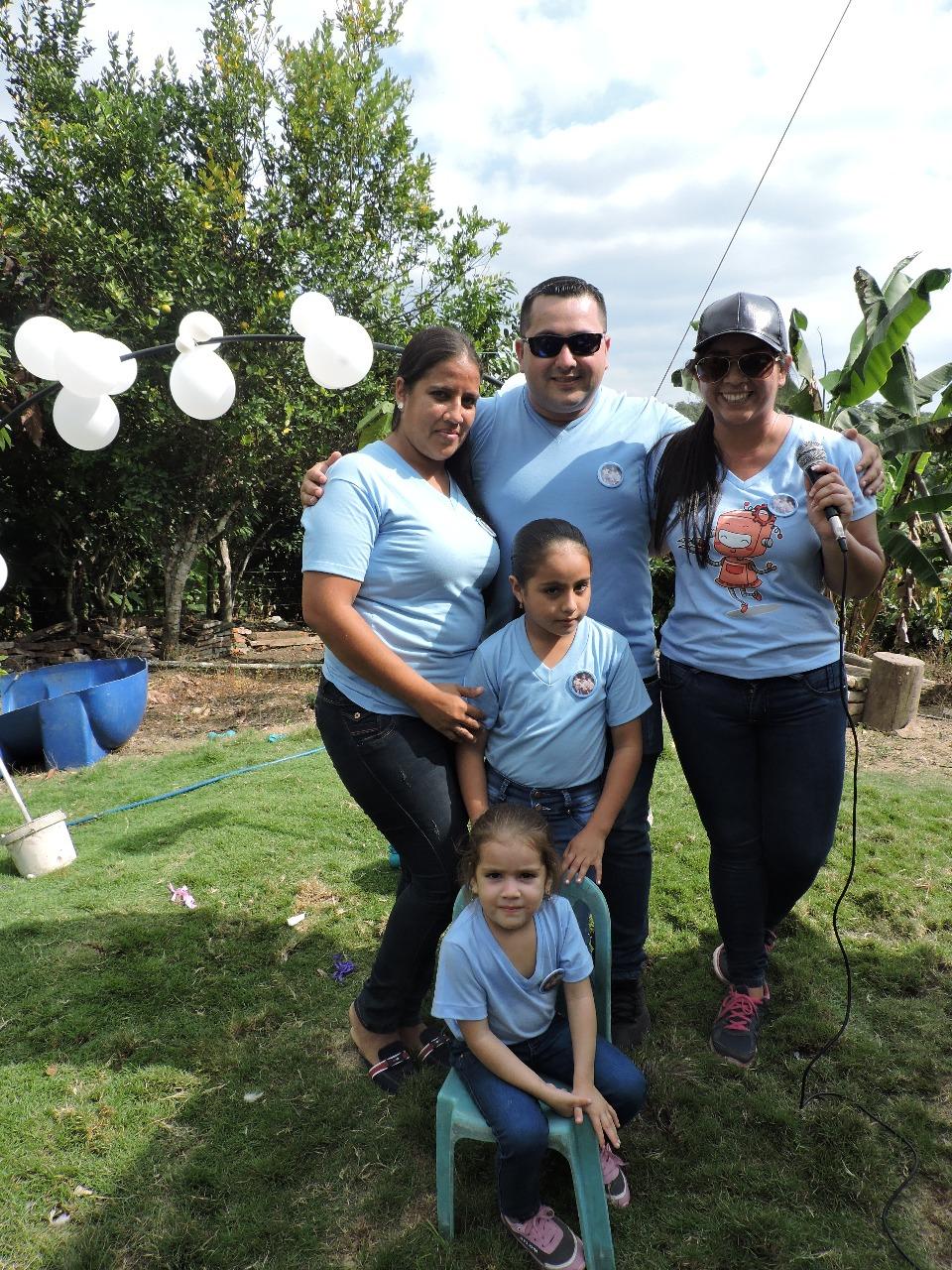 La familia de Blanca Amarilis Zambrano Risco (fallecida). A la derecha su hija Gabriela Loor, coorganizadora del encuentro.