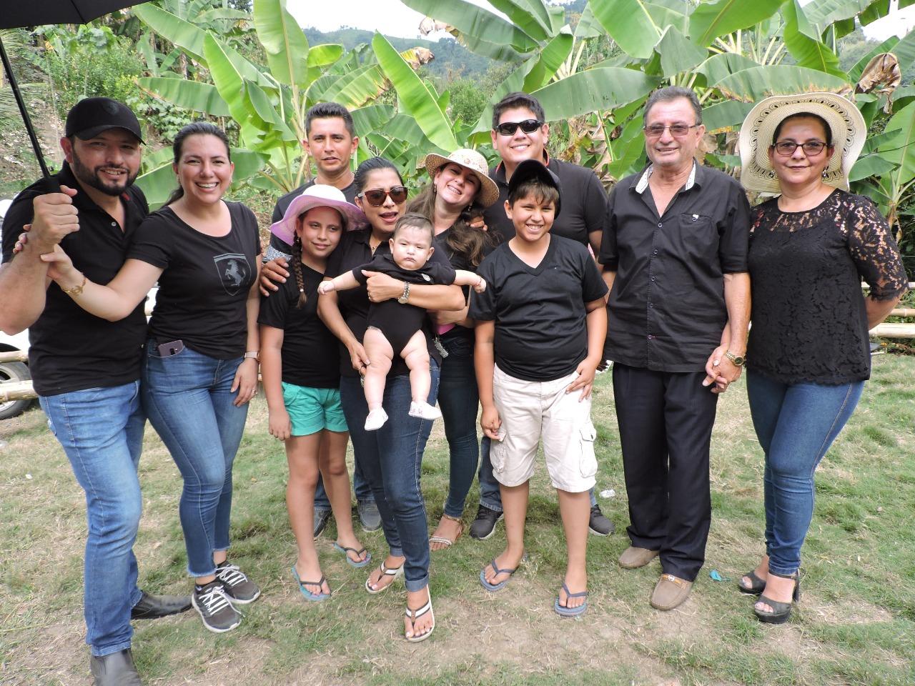 Fredeslinda Zambrano Risco (der., junto a su esposo Antonio Solórzano) y su familia.