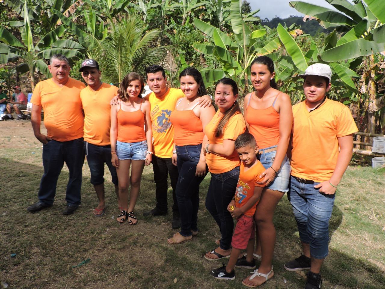 Gil Alfredo Zambrano Risco (izq.) y su familia, anfitriones del encuentro.