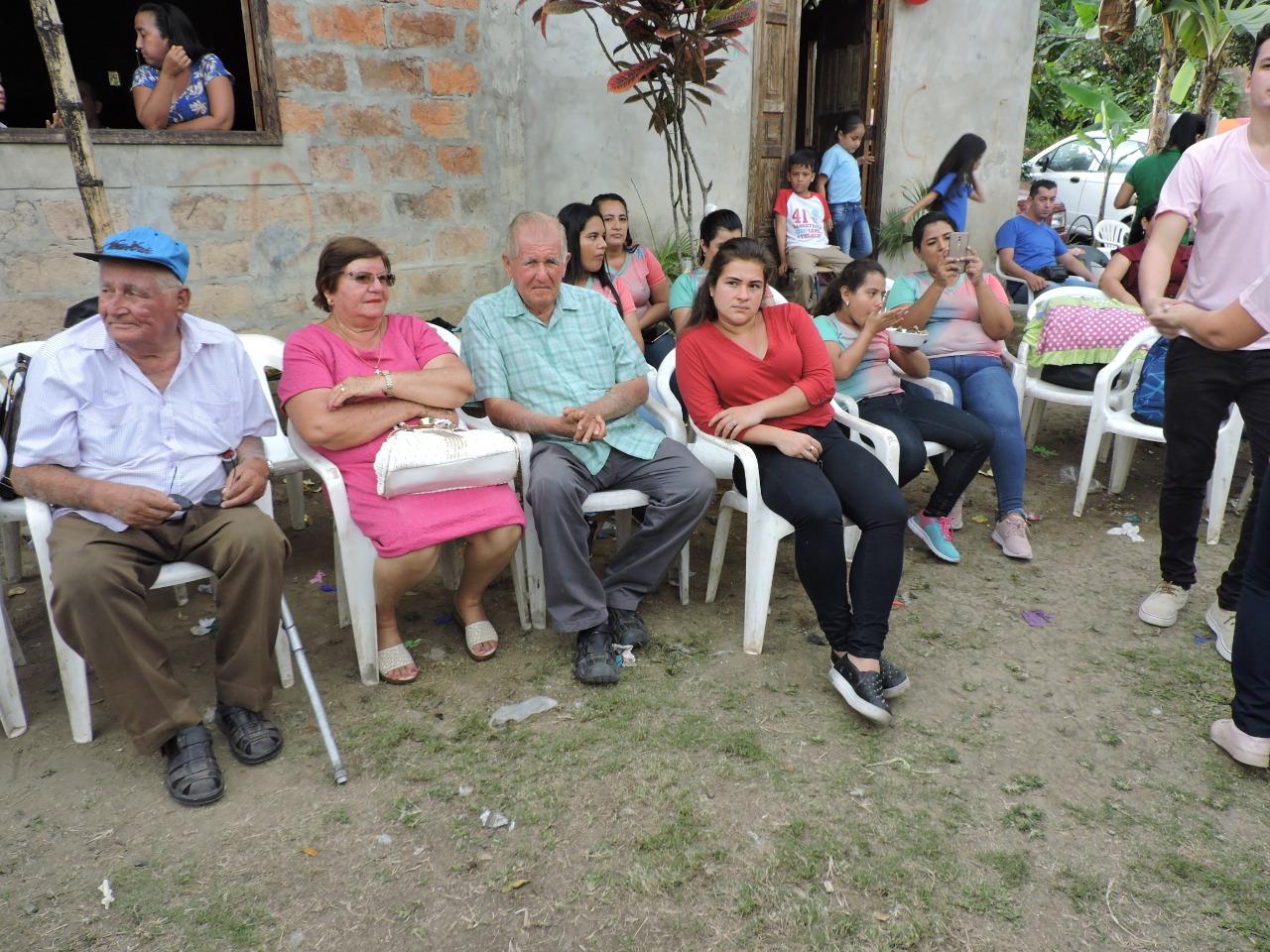 Hermanos Molina Intriago, primos en primer grado de Olga Fátima. Desde la izquierda: José, Flor y Pablo, sentado junto a su nieta Anahí.