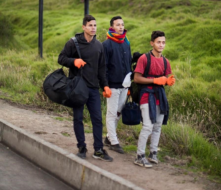 Ecuador - Edu Leon - GIZ52_jovenes con mochila