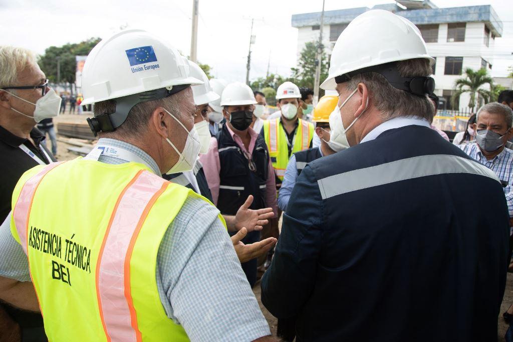 embajador de ue visita proyecto hidrosanitario en chone
